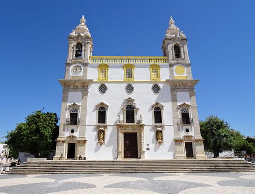 Die Carmo Kirche.....