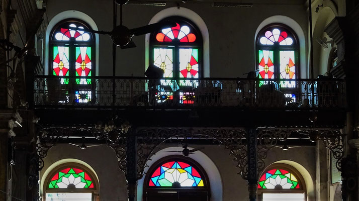 ...Buntglasfenster.