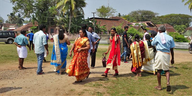 ....in ihren schönen Saris...