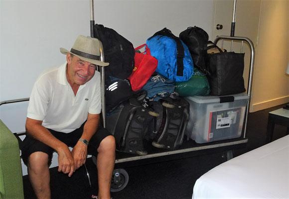 Unser Gepäck mit der 100 Liter Plastikbox die in Sydney deponiert wird.