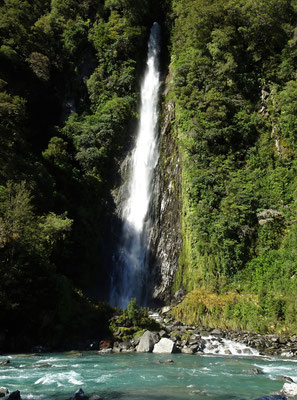 Der 28m hohe Thunder Wasserfall.