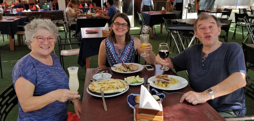 Mittagessen mit Sandra bei Fisch und Cannelloni.