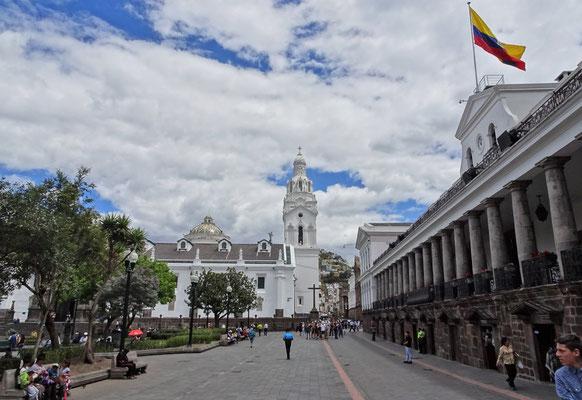 Die Plaza Grande mit.....