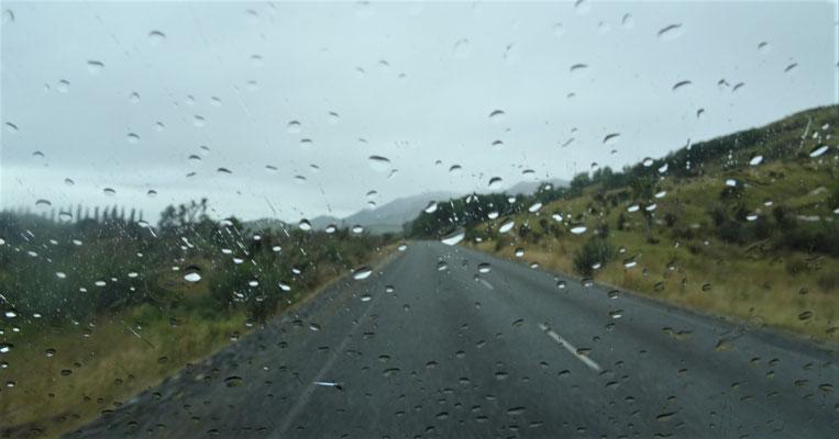 Unsere Fahrt nach Milford Sound bei Regen.
