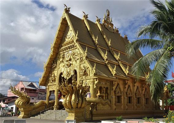 .....Wat Si Phan Ton. Von 1960 - 1969 gebaut.