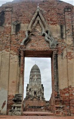 Der Wat Ratchaburana mit dem.......