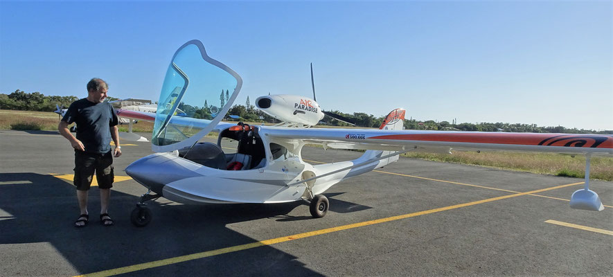 Mit diesem Wasserflugzeug.......
