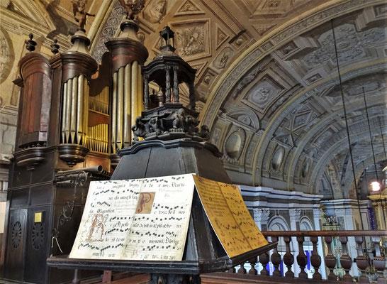 ......der Orgel aus.....