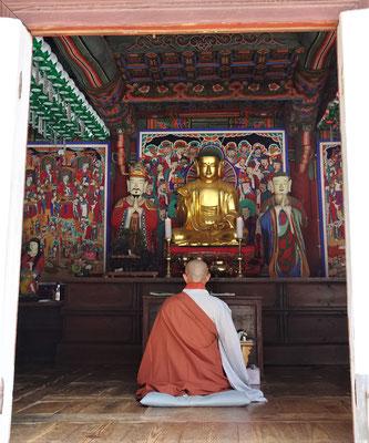 Mönch beim Gebet.