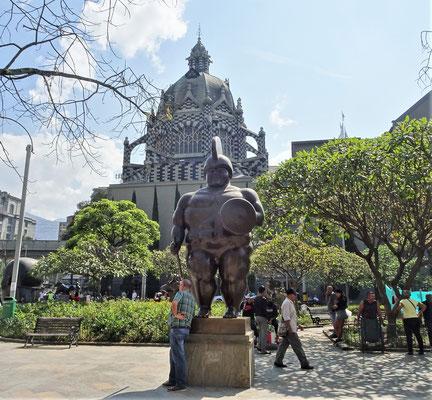 .....wo 23 Skulpturen des Künstler....