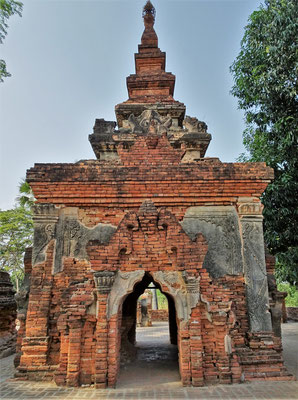Die Yadana Hsemee Pagoda...