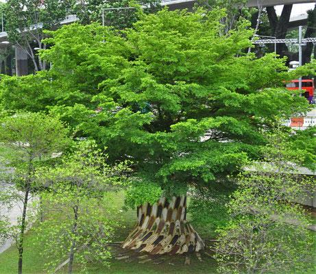 Eine künstlerische Baumdekoration.