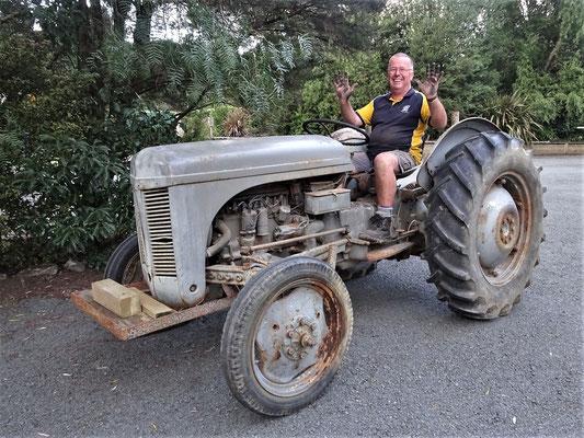 Der stolze Chris auf seinem 1947 Ferguson Traktor.....