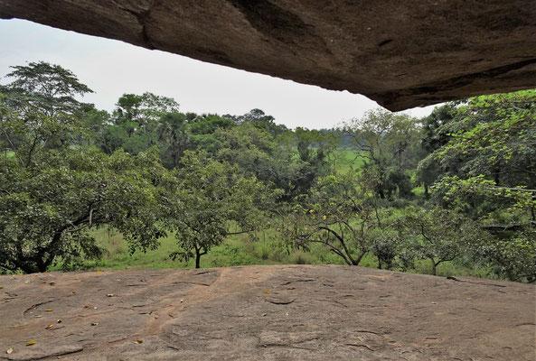 Diese schöne Aussicht hat man vom Felsen.