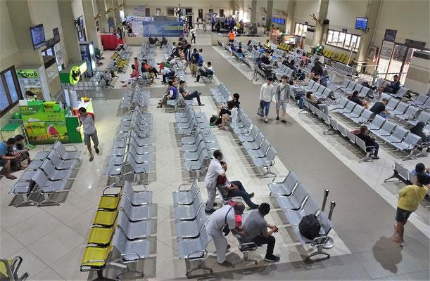 Die Wartehalle der Fähre nach Bohol.