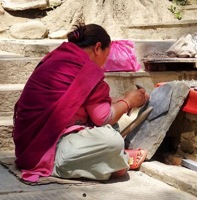 Die Gebete werden in den Stein gehauen