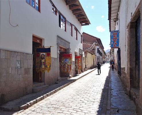 Die Zufahrtstrasse zum Quechua Hotel in Cusco.....