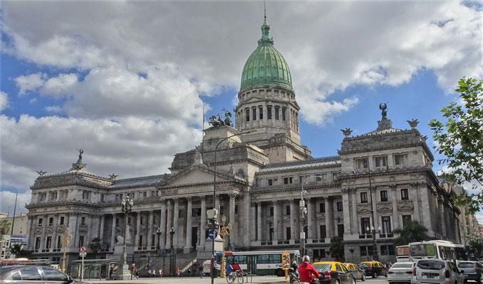 Das Kongress Gebäude.