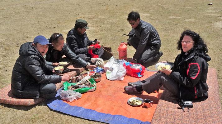 ..... des Truck mit Tenzin, Tenor, Lobsa und Nima