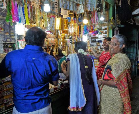 Wo trifft man die Frauen......beim Schmuckhändler.