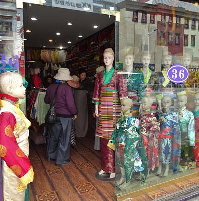 ..und der Schneider für die traditionelle Kleidung