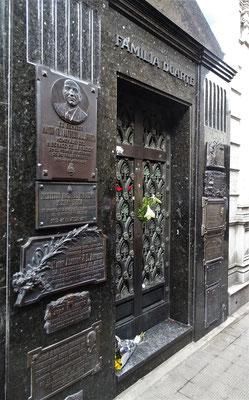 Das einfache Grab von Evita.