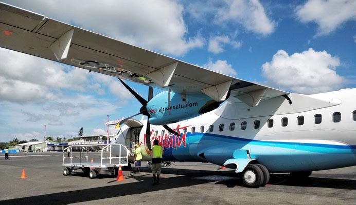 Zwischenlandung in Port Vila.....