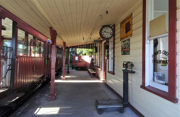 Der Bahnhof.......
