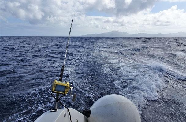 Mit dem Motor Richtung Bora Bora.