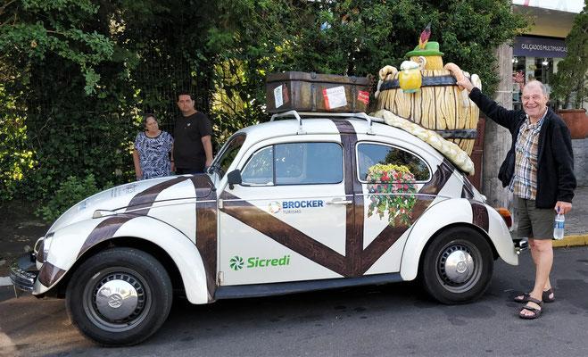 Der VW als Reklame für ein Restaurant.