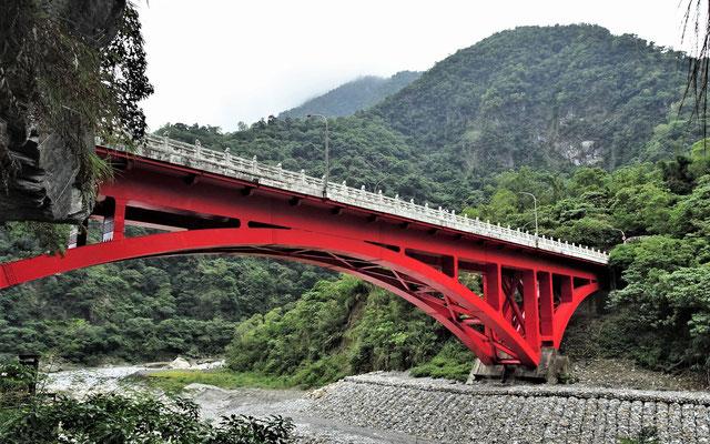 ....und die Brücke mit....