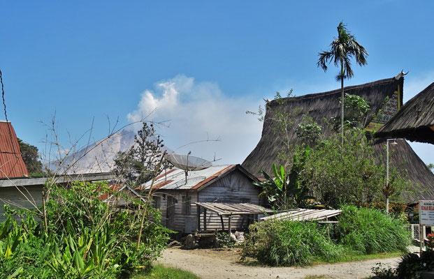 ...vom Batak Karo Dorf Lingga aus gesehen....