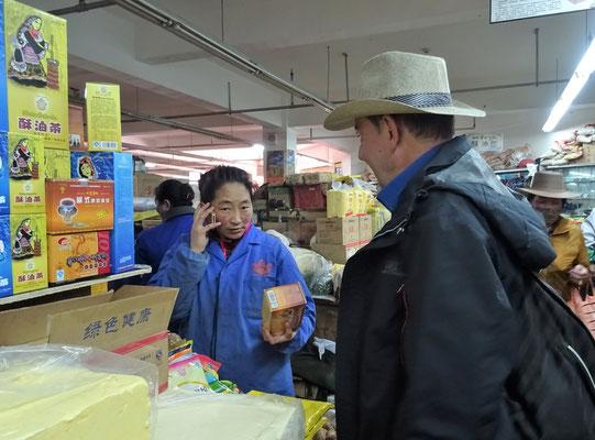 Beim Teekauf mit englischer Handyunterstützung