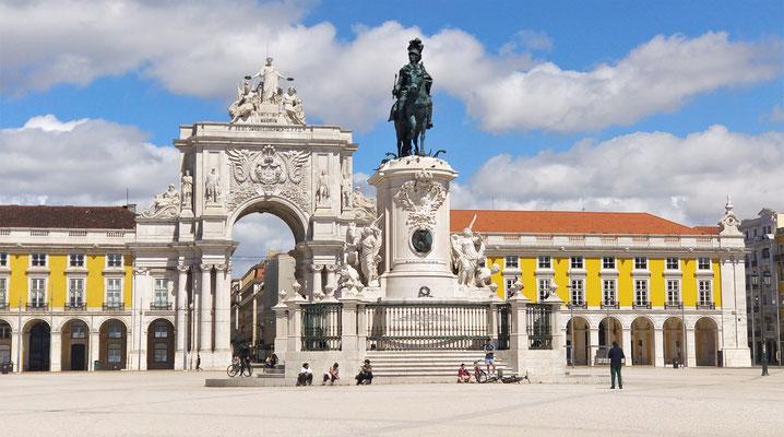 .....der Statue von Dom Jose I.