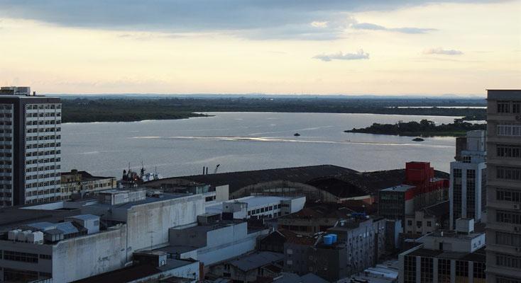 .....in Porto Alegre zum Hafen.