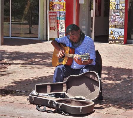 Er sang mit Fliegengitter.