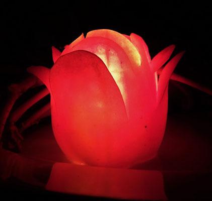 ...wunderbarer Tomatendeko mit Kerze.
