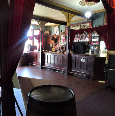 Das Innere des Saloon.