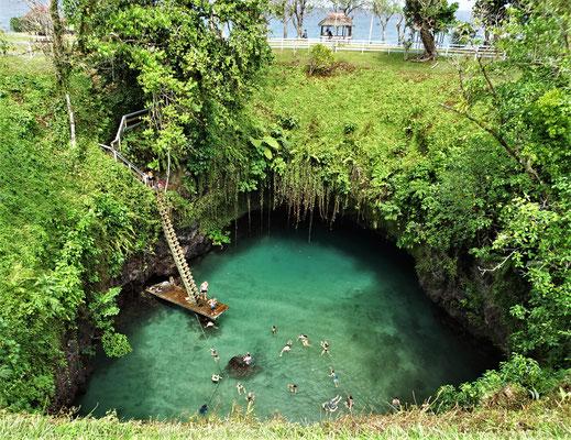 ....es einen tiefen, runden Natur-Pool.....