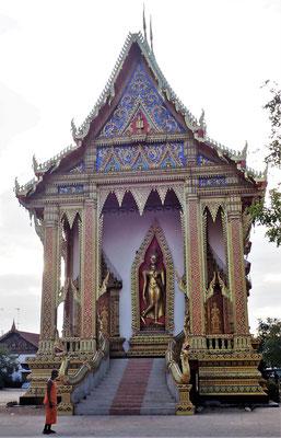 Auch dieser farbenprächtige Tempel........