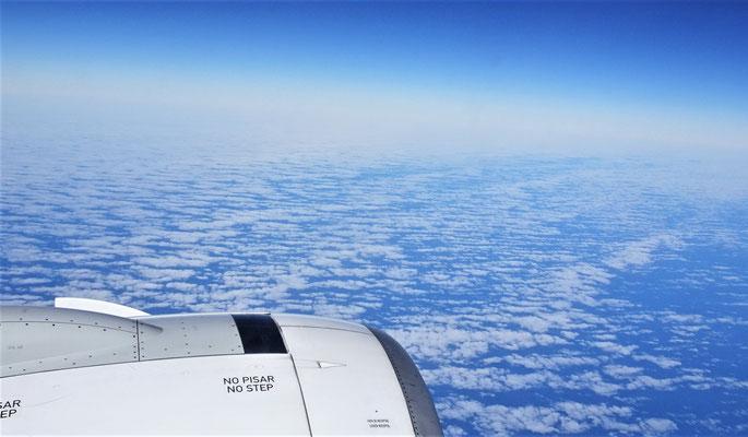 Wolken wie Meereswellen.