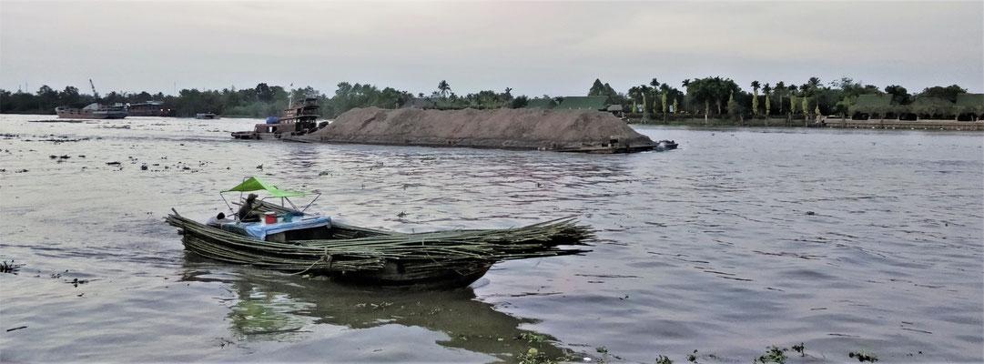 Alles wird auf dem Fluss transportiert.