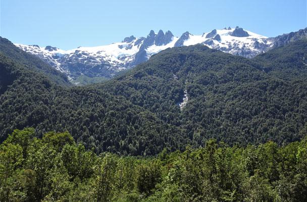 ....eine imposante Bergwelt.