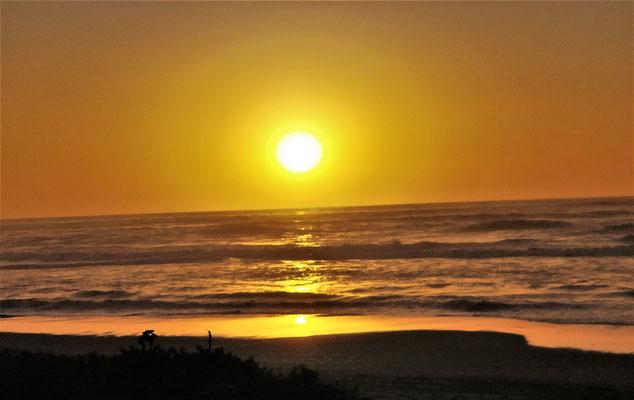 .....Sonnenuntergang im kühlen Sudpazifik.