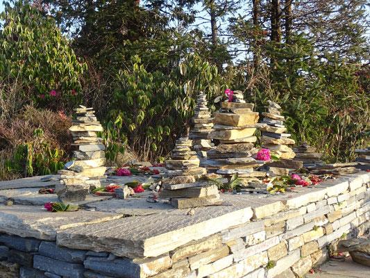"""Kleine """"Stupas"""" die Glück bringen"""