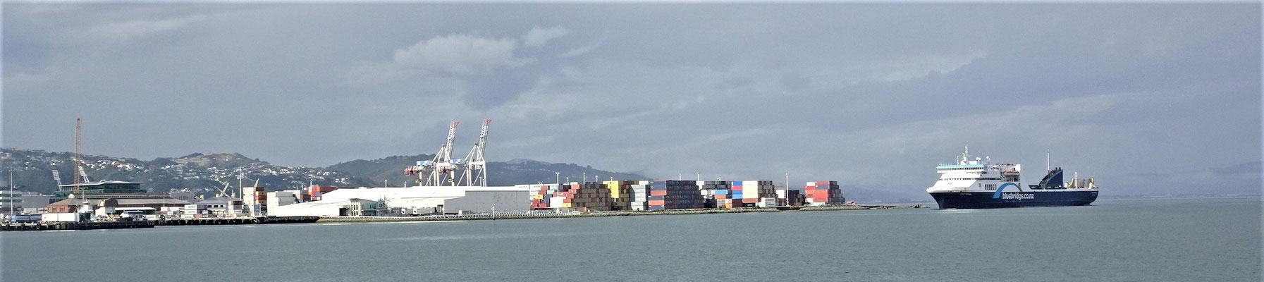 ....mit dem Hafen...