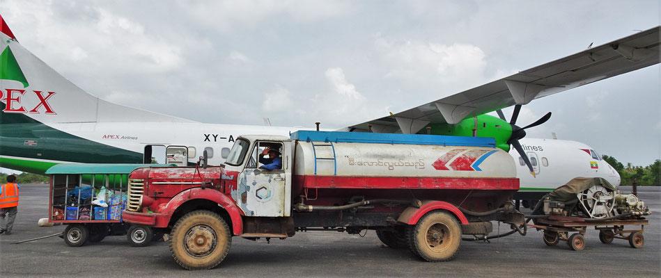 ...der moderne Tankwagen mit...