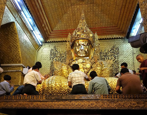 ...Maha Myat Muni Pagoda von 1884.