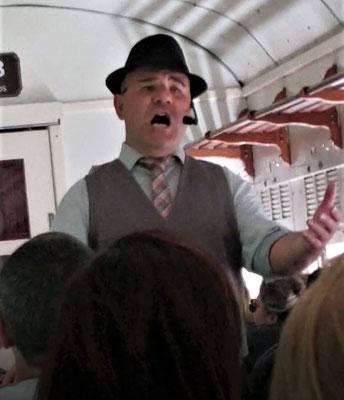 Er sang wie ein Opersänger.