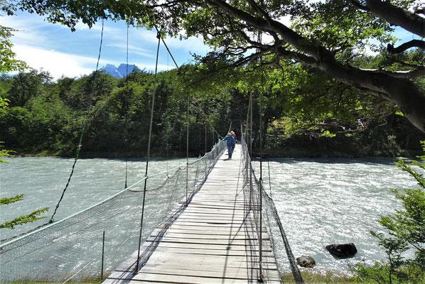 Eine wacklige Hängebrücke.....